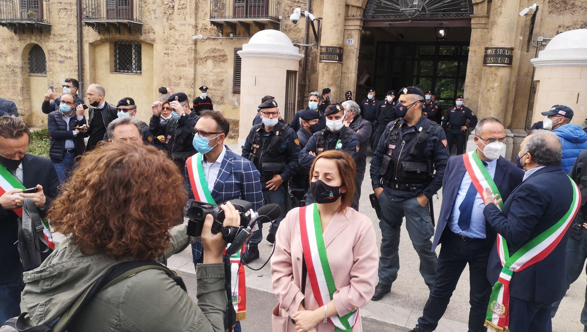 Sindaci al presidio dei lavoratori Blutec di Termini Imerese davanti al palazzo della Regione a Palermo - Sputnik Italia, 1920, 04.05.2021