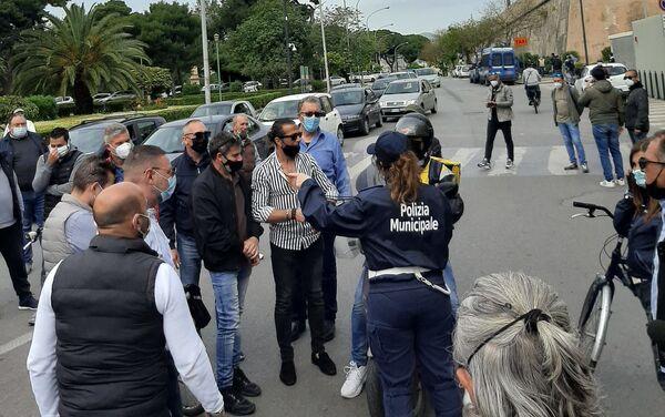 Presidio dei lavoratori Blutec di Termini Imerese davanti al palazzo della Regione a Palermo  - Sputnik Italia