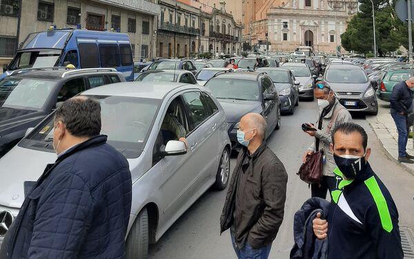 Presidio lavoratori Blutec di Termini Imerese davanti al palazzo della presidenza della Regione a Palermo  - Sputnik Italia