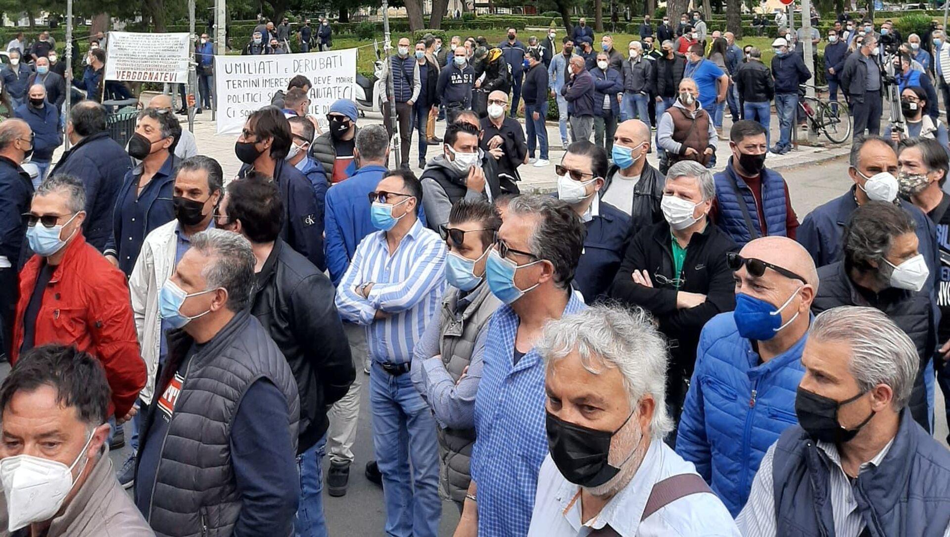 Presidio lavoratori Blutec di Termini Imerese davanti al palazzo della Regione a Palermo - Sputnik Italia, 1920, 15.05.2021