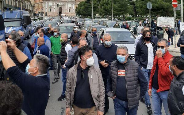 Presidio lavoratori Blutec di Termini Imerese davanti al palazzo della presidenza della Regione Sicilia a Palermo  - Sputnik Italia