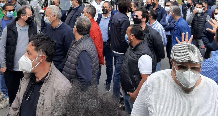 Presidio lavoratori Blutec di Termini Imerese davanti al palazzo della presidenza della Regione Sicilia assieme agli amministratori, martedì 4 maggio 2021, Palermo.