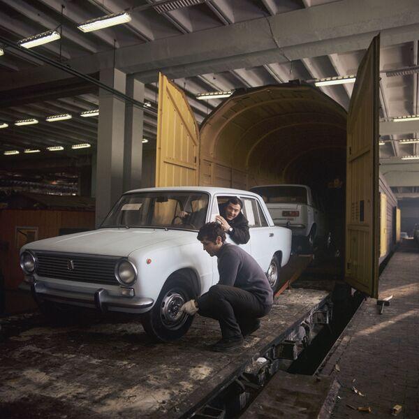 L'automobile sovietica Zhiguli, 1971 - Sputnik Italia