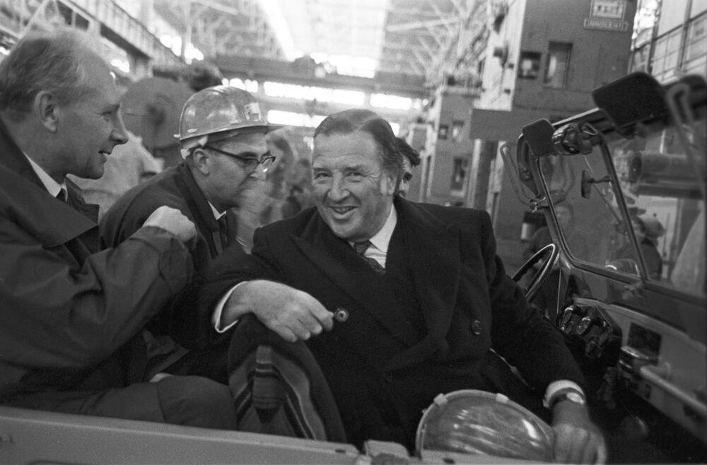 Il magnate industriale americano Henry Ford in visita allo Stabilimento Automobilistico del Volga, 1970