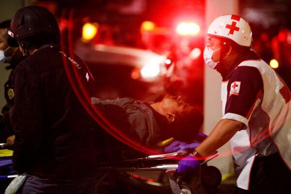 Il lavoro dei soccorritori sul luogo della tragedia  - Sputnik Italia