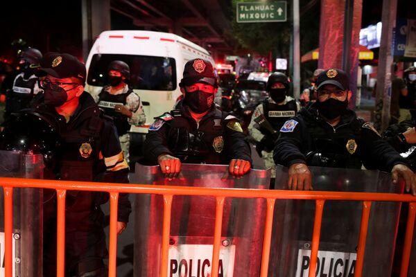 La polizia è arrivata sul luogo del crollo del ponte della metropolitana - Sputnik Italia
