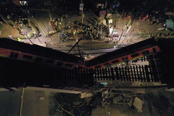 Immagine dall'alto del ponte della metropolitana crollato in Messico - Sputnik Italia
