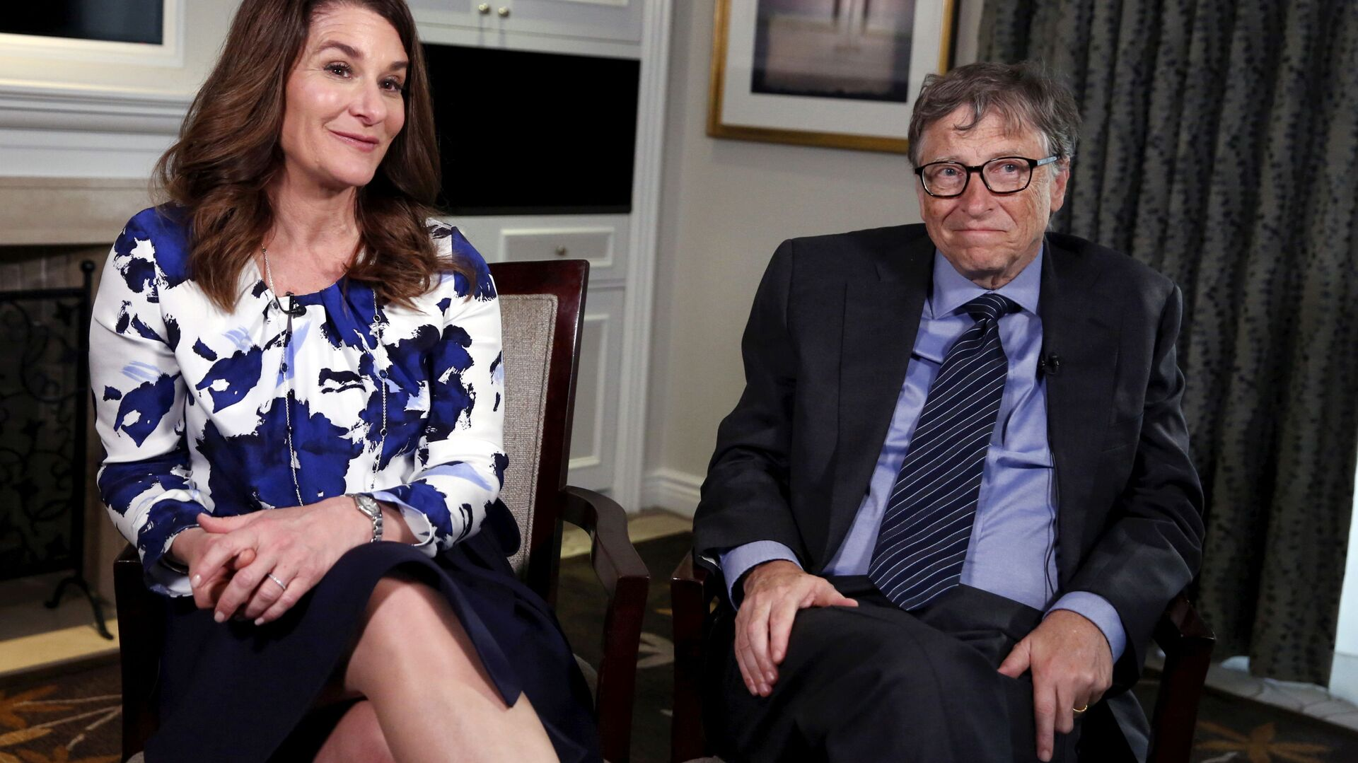 Microsoft co-founder Bill Gates and his wife Melinda sit during an interview in New York - Sputnik Italia, 1920, 07.05.2021