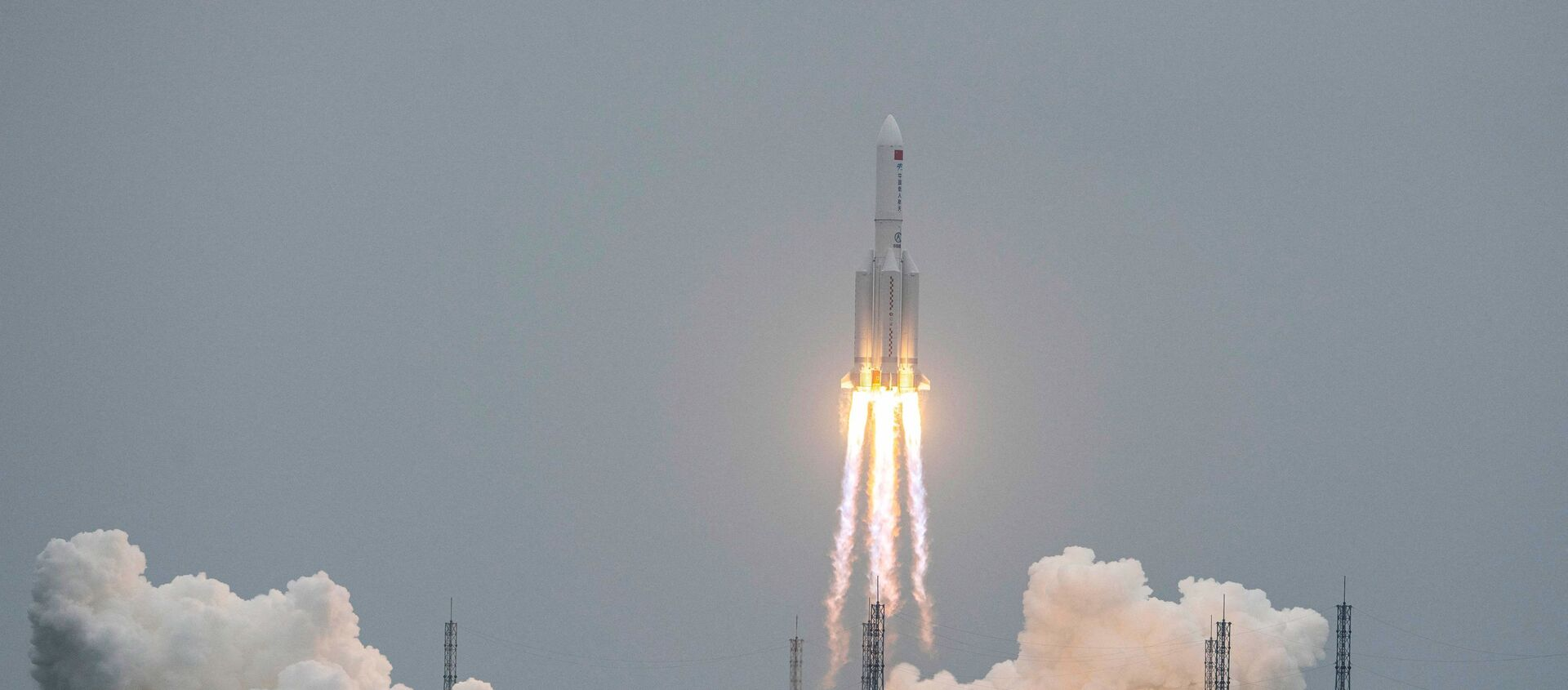 A Long March 5B rocket, carrying China's Tianhe space station core module, lifts off from the Wenchang Space Launch Center in southern China's Hainan province on April 29, 2021.  - Sputnik Italia, 1920, 07.05.2021