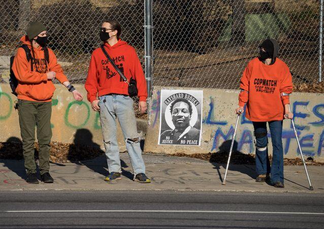 Presidio nel luogo dove è stato ucciso l'afroamericano Rayshard Brooks