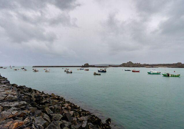Navi francesi verso isola Jersey
