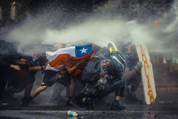 Una foto Il Cile resiste del fotografo cileno Javier Vergara, che ha conquistato il quinto posto del concorso All About Photo Awards 2021 - Sputnik Italia