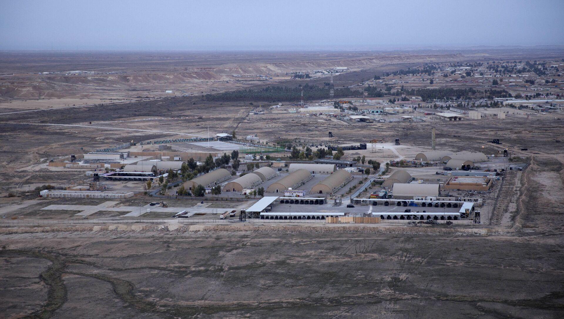 Foto aerea scattata da un elicottero della base aerea di Ayn al Asad nel deserto occidentale di Anbar, in Iraq, dicembre 2019. - Sputnik Italia, 1920, 08.05.2021