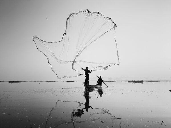 La foto ON INLE LAKE, del fotografo cinese Dan Liu, vincitore della decima edizione del concorso fotografico Mobile Photography Awards - Sputnik Italia
