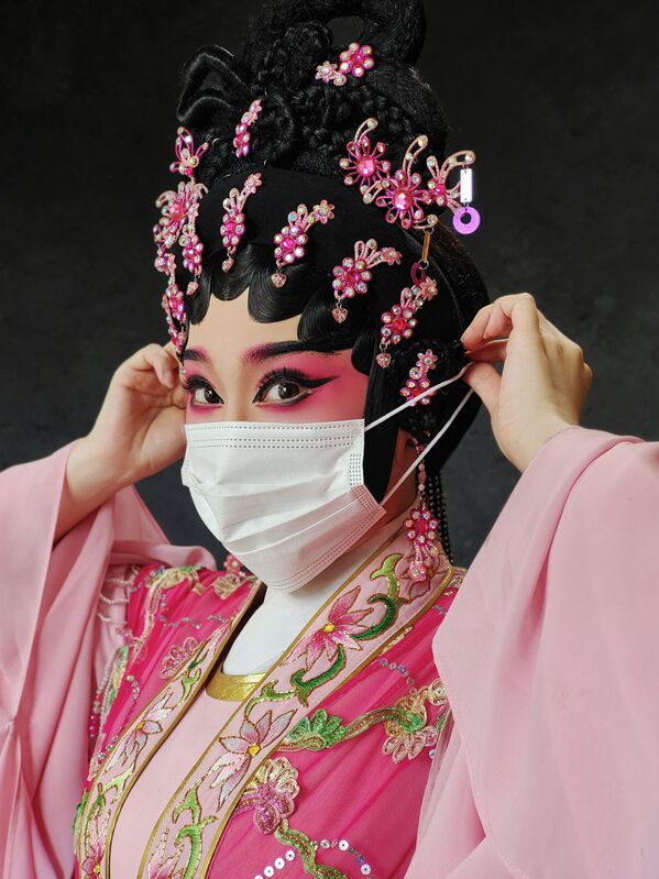 La foto Cantonese Opera, della fotografa cinese Queenie Cheen, vincitrice nella categoria Gli occhi del mondo della decima edizione del concorso fotografico Mobile Photography Awards - Sputnik Italia