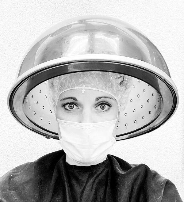 La foto La nuova norma, della fotografa statunitense Leigh Darilek, vincitrice nella categoria Autoritratto della decima edizione del concorso fotografico Mobile Photography Awards - Sputnik Italia