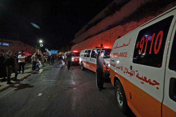 Ambulanze vicino alla Porta dei Leoni a Gerusalemme, 7 maggio 2021 - Sputnik Italia