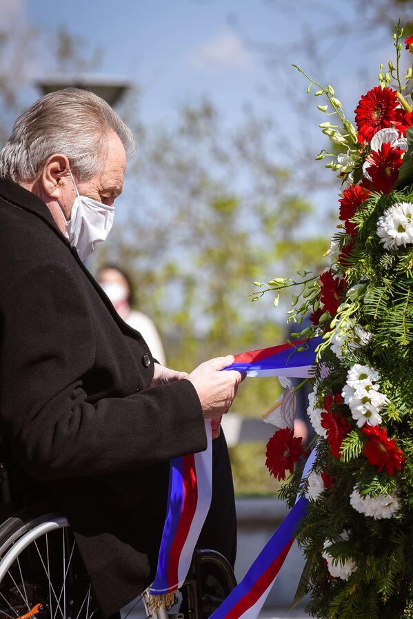 Il presidente ceco Milos Zeman durante una cerimonia commemorativa del 76 ° anniversario della fine della Seconda Guerra Mondiale presso il monumento nazionale sulla collina di Vitkov a Praga. - Sputnik Italia