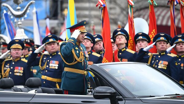 Il ministro della Difesa entra sulla Piazza Rossa - Sputnik Italia