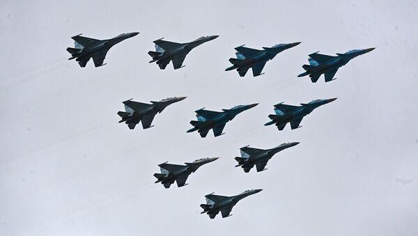 La parte aerea della parata militare - Sputnik Italia