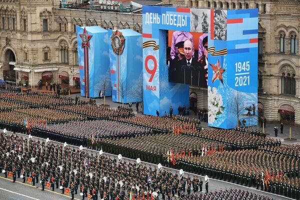 I militari sfilano alla Parata in onore del 76° anniversario della Vittoria nella Seconda guerra mondiale - Sputnik Italia