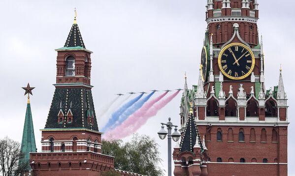 L'aeronautica militare alla Parata in onore del 76° anniversario della Vittoria nella Seconda guerra mondiale - Sputnik Italia