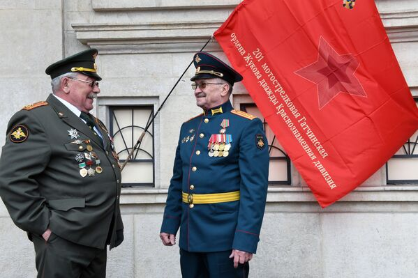I militari durante la Parata in onore del 76° anniversario della Vittoria nella Seconda guerra mondiale - Sputnik Italia