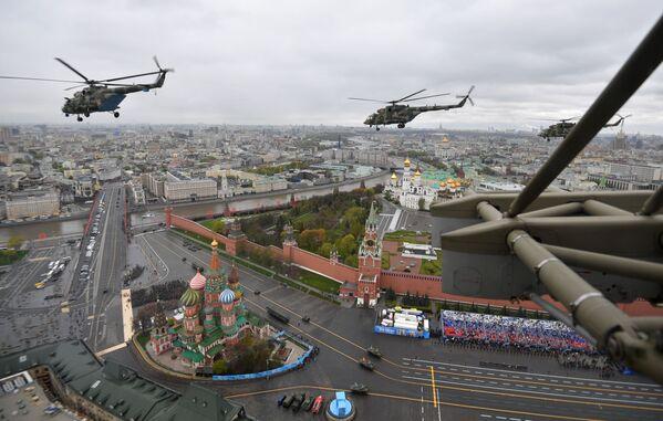 La parte aerea della Parata militare in onore del 76° anniversario della Vittoria nella Seconda guerra mondiale - Sputnik Italia