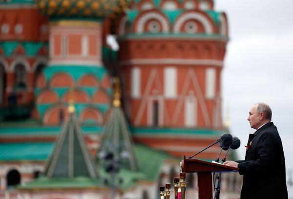 Il presidente russo Vladimir Putin interviene alla Parata militare in onore del 76° anniversario della Vittoria nella Seconda guerra mondiale - Sputnik Italia