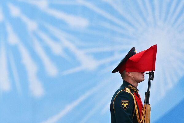 Un militare alla Parata in onore del 76° anniversario della Vittoria nella Seconda guerra mondiale - Sputnik Italia