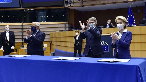 Unione Europea, Sassoli e Von der Leyen - Sputnik Italia