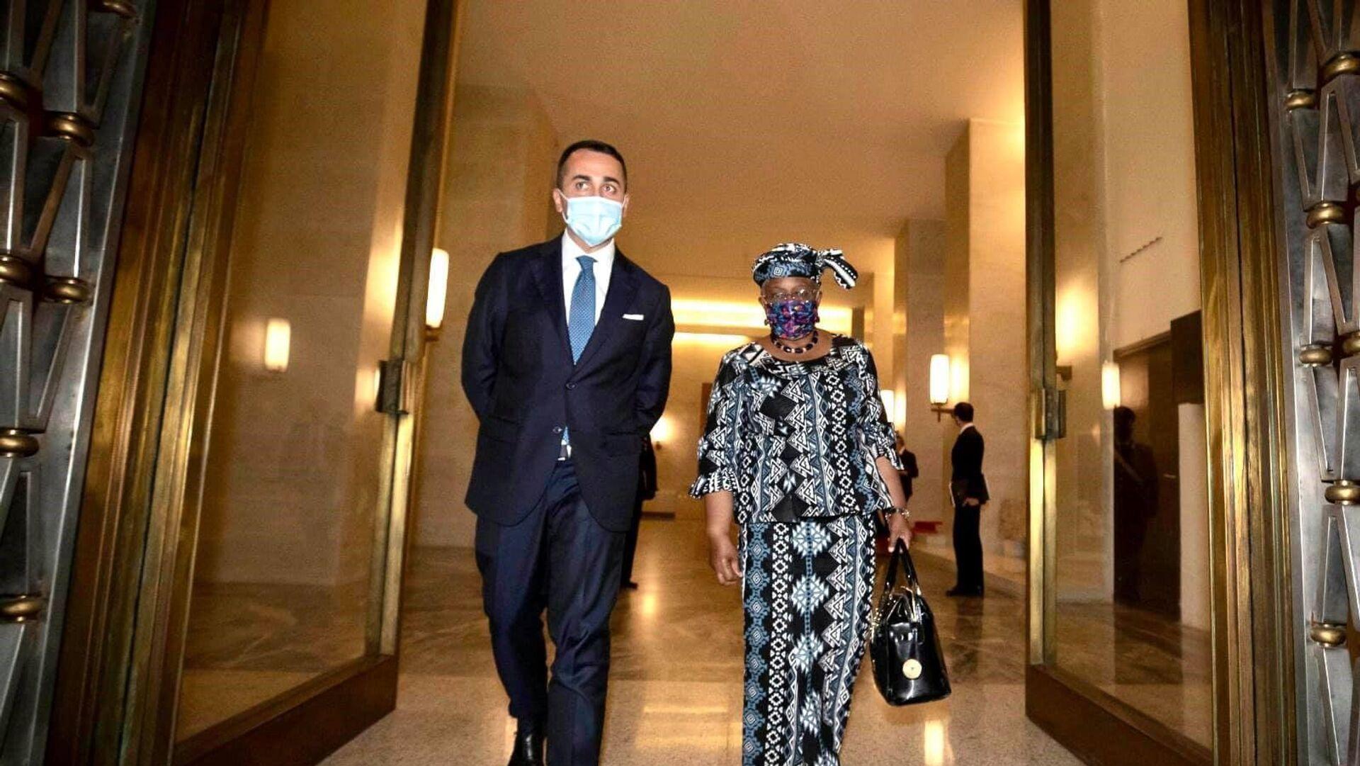 Di Maio e la direttrice del Wto Ngozi Okonjo-Iweala - Sputnik Italia, 1920, 09.05.2021