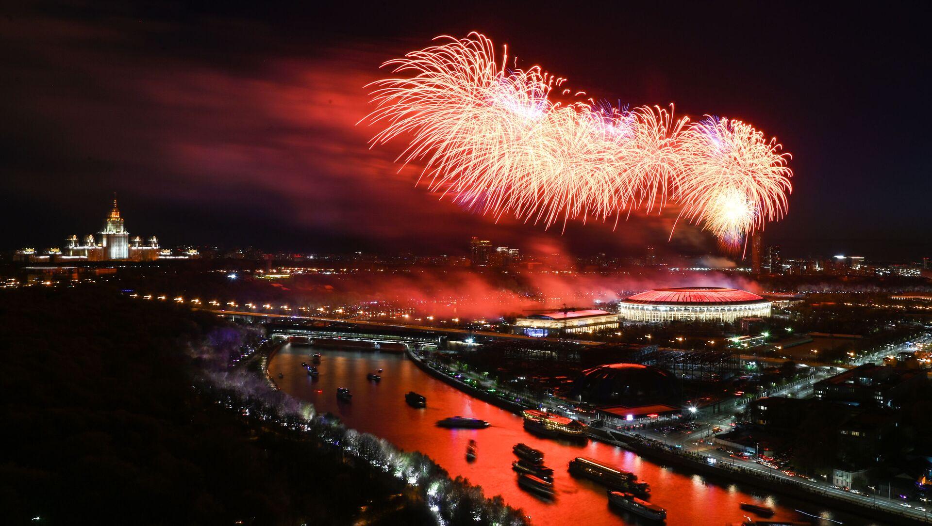I fuochi d'artificio il Giorno della Vittoria a Mosca - Sputnik Italia, 1920, 09.05.2021