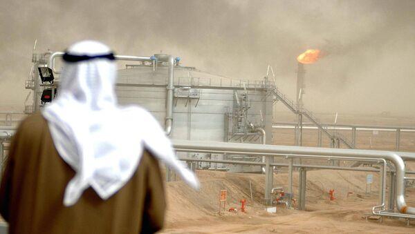 Giacimento petrolifero in Kuwait - Sputnik Italia
