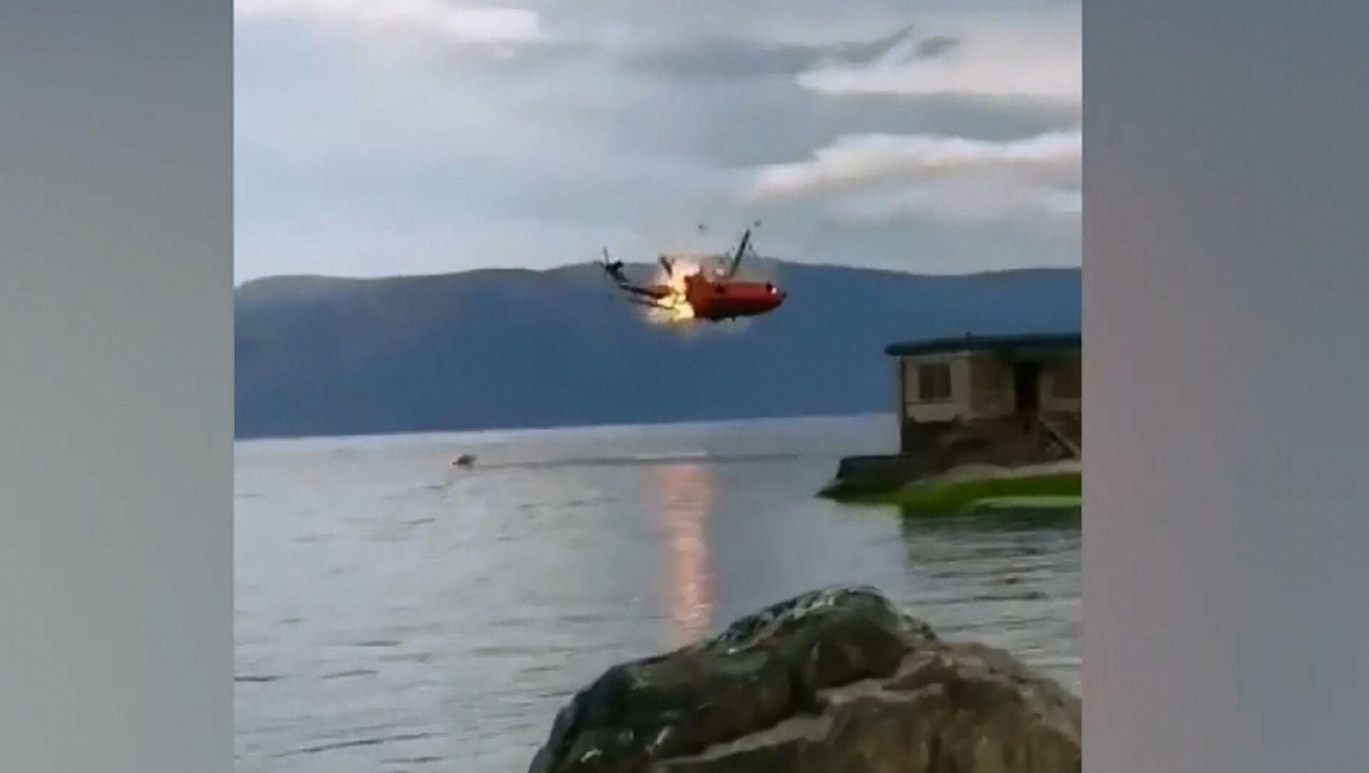 Cina: elicottero antincendio precipitato in un lago - Sputnik Italia, 1920, 10.05.2021