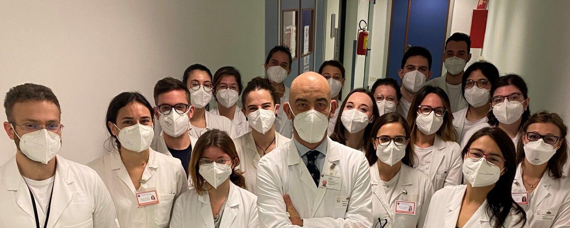 Matteo Bassetti e la sua equipe di medici - Sputnik Italia, 1920, 04.08.2021