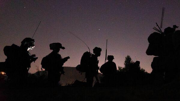 Soldati israeliani in azione di notte - Sputnik Italia