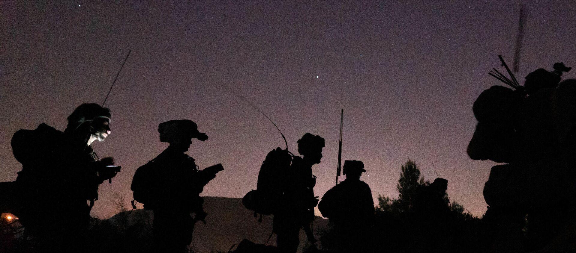 Soldati israeliani in azione di notte - Sputnik Italia, 1920, 10.05.2021