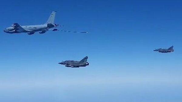 I SU-30 russi scortano l'aereo francese intercettato - Sputnik Italia