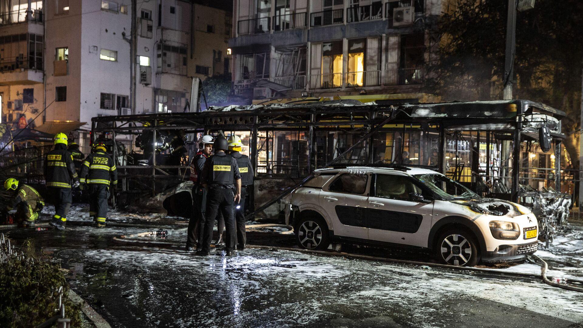 Per tutta la giornata di ieri e la notte i gruppi armati palestinesi hanno continuato a lanciare uno sbarramento di razzi contro lo stato d'Israele, con i proiettili che sono stati sparati contro le città di Ashkelon, Beersheeba, Modiin e Tel Aviv  - Sputnik Italia, 1920, 13.05.2021