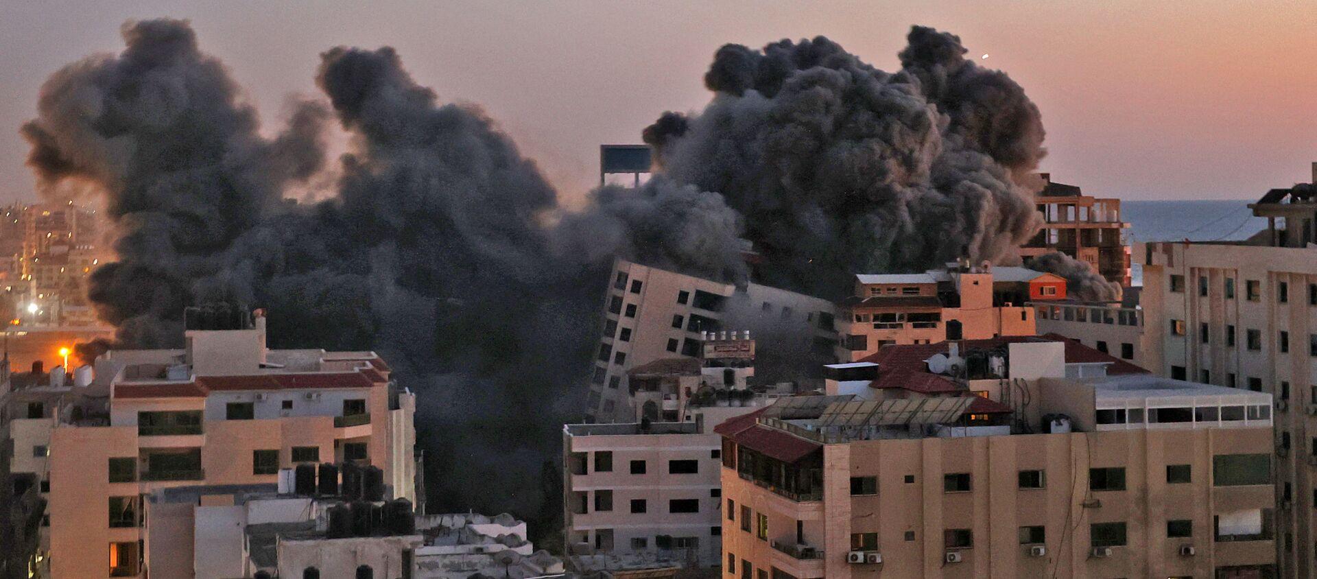 Il numero di morti dopo i bombardamenti israeliani contro la Striscia di Gaza è salito a 30, tra cui dieci bambini, e altre 203 persone sono rimaste ferite, ha affermato il ministero della Salute. - Sputnik Italia, 1920, 12.05.2021