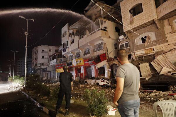 In risposta, l'IDFha colpito 130 obiettivi della Jihad islamica e di Hamas lungo la Striscia, annunciando anche l'eliminazione di una cellula terrorista di Hamas composta da 15 agenti. - Sputnik Italia