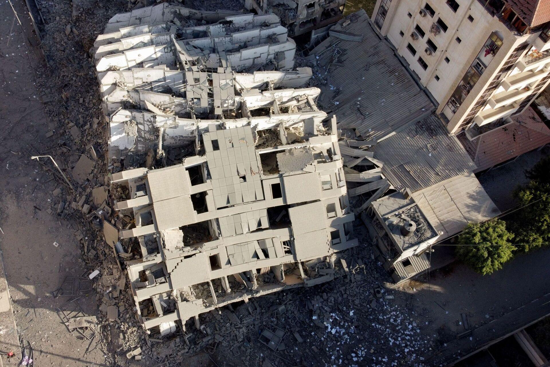 Rovine di un edificio nella striscia di Gaza colpito da Israele - Sputnik Italia, 1920, 18.05.2021