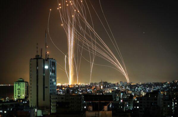 I militanti nella Striscia di Gaza hanno lanciato oltre 600 razzi contro Israele - Sputnik Italia