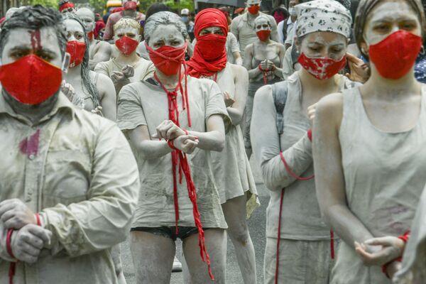 In Colombia le persone protestano per chiedere azioni del governo per affrontare la povertà, la violenza della polizia e le disuguaglianze nei sistemi sanitari e educativi - Sputnik Italia