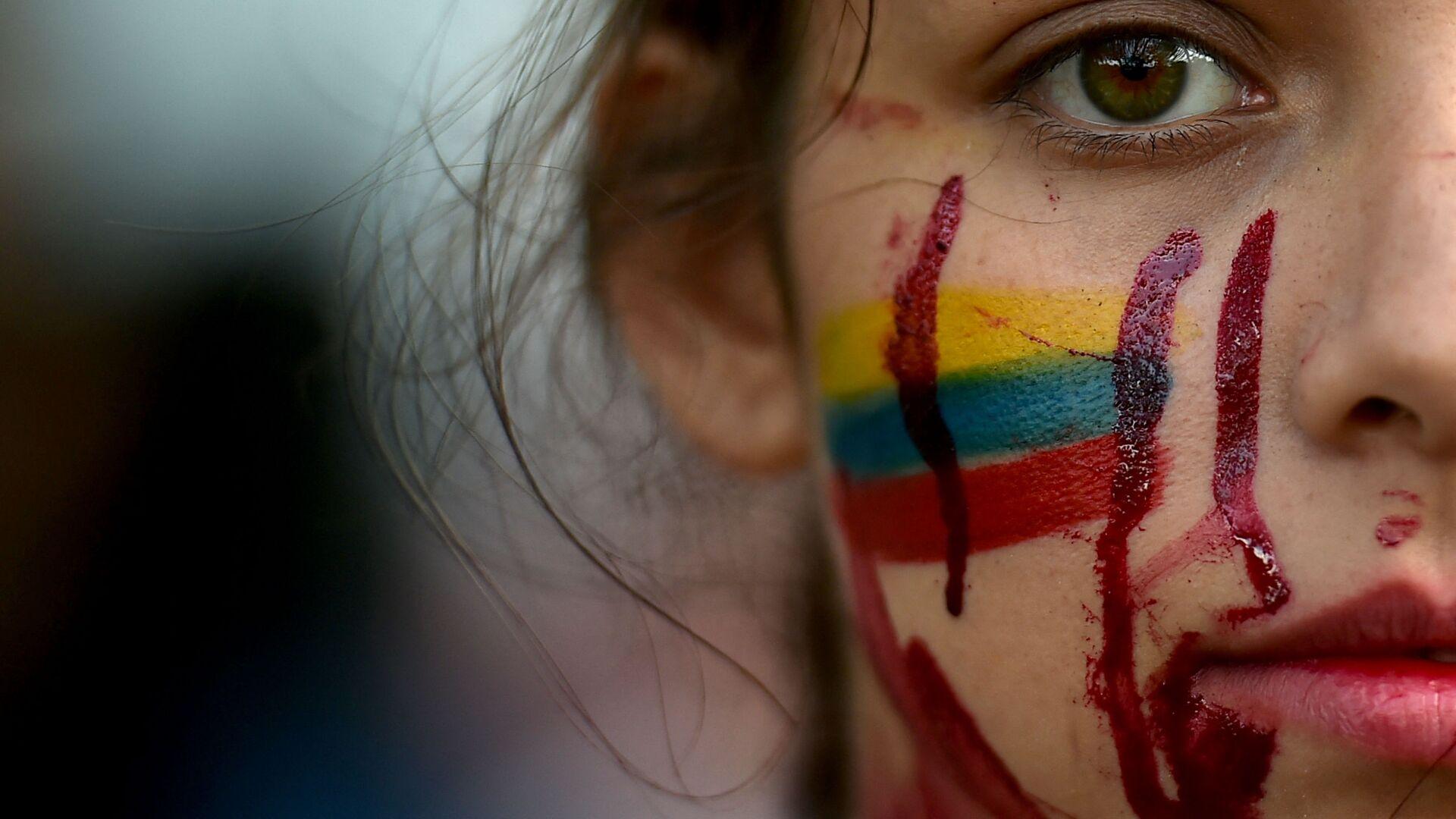 Студентка во время антиправительственных протестов в Кали, Колумбия - Sputnik Italia, 1920, 06.06.2021