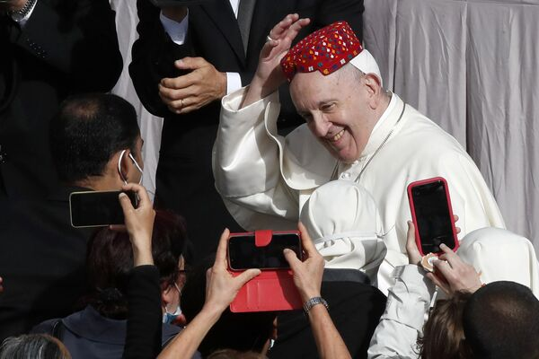 Papa Francesco ha fatto l'udienza generale ai fedeli di ogni nazione nel Cortile di San Damaso - Sputnik Italia