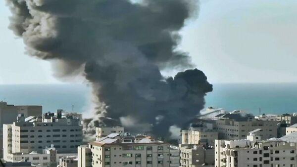 Attacchi aerei israeliani distruggono una banca a Gaza - Sputnik Italia