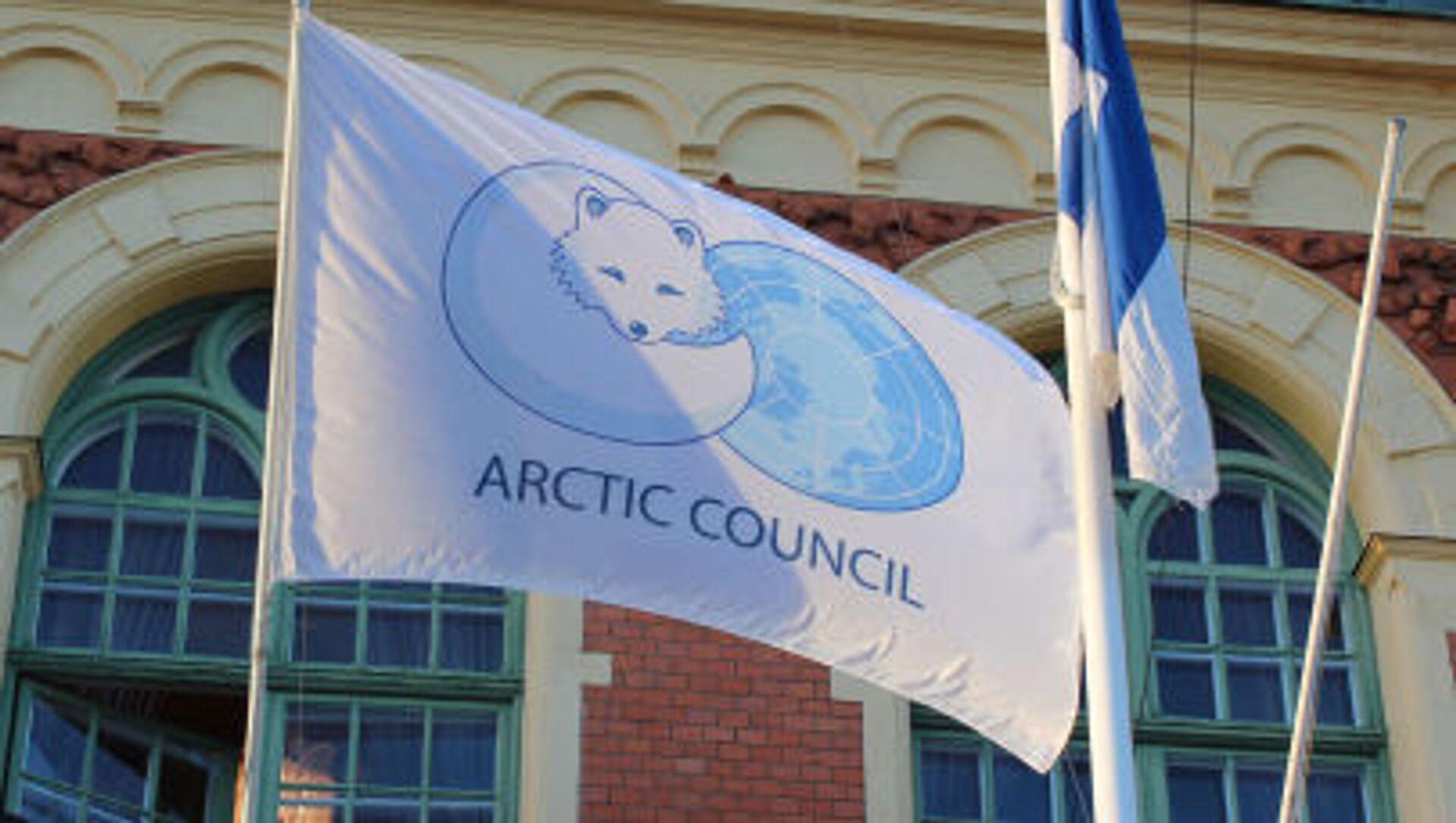Флаг с эмблемой Арктического совета - Sputnik Italia, 1920, 14.05.2021