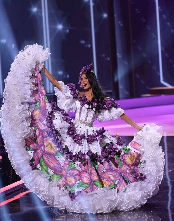 Miss Costa Rica Ivonne Cerdas Cascante durante il National Costume Show, la sfilata con l'abito nazionale, nell'ambito del concorso Miss Universo 2021, Seminole Hard Rock Hotel & Casino, Hollywood, Florida, 13 maggio 2021 - Sputnik Italia